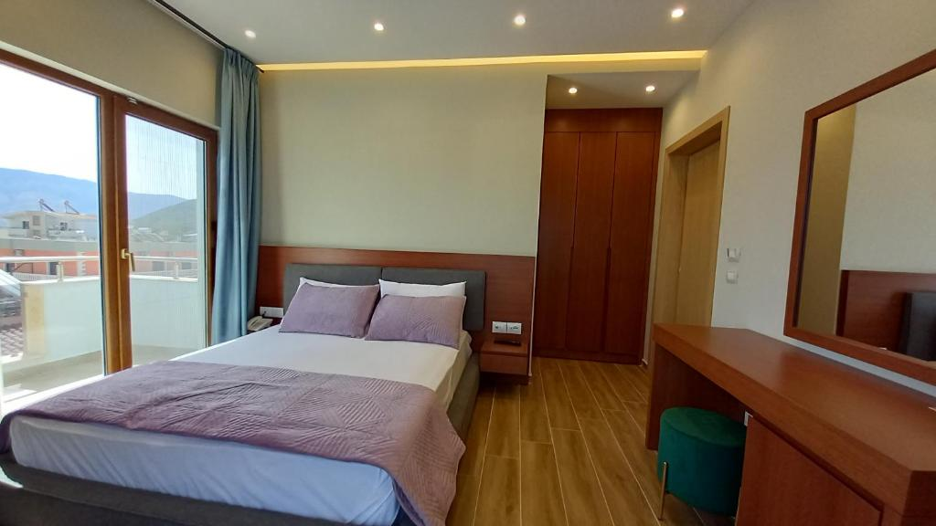 hotel ksamil Double Room with Balcony and Sea View